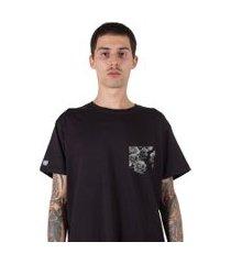 camiseta   stoned fake pocket flowers preta