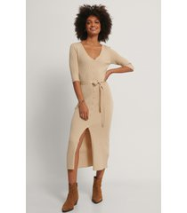 na-kd belted ribbed knitted midi dress - beige