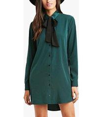 vestido verde con lazo de manga larga y cuello clásico