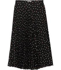 lång, plisserad kjol med prickmönster