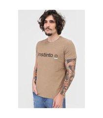 camiseta osklen instinto e marrom