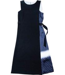 mouwloze jurk van crêpe en zijde vastgebonden aan de achterkant