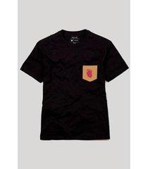 camiseta plus size bolso coração anatômico reserva masculina - masculino