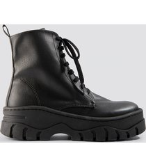 na-kd shoes chunky profile combat boots - black