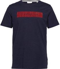 logo flock print tee s/s t-shirts short-sleeved blå lindbergh