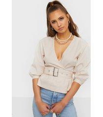 nly trend belt wrap blouse vardagsblusar