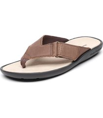 sandalia flip-flop marrón hush puppies
