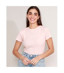 "camiseta cropped canelada com bordado exhausted"" manga curta decote redondo rosa claro"""