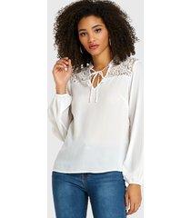 blusa con cuello en v y encaje beige diseño blusa