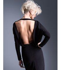 sukienka wieczorowa z odsłoniętymi plecami mini