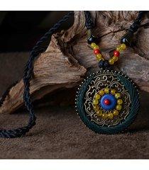 collana etnica lunga con pendente rontondo di fiore intagliato in agata turchese accessori da maglione per lei