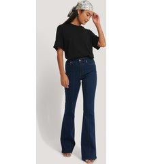 afj x na-kd seam detail flare jeans - blue