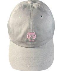 cachucha gris con logo rosado prietto & co