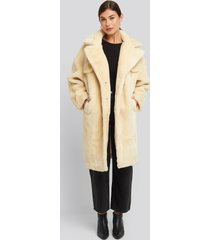 na-kd trend long teddy fur jacket - white