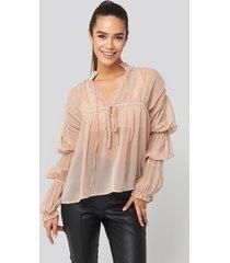 na-kd trend puffy sleeve draped chiffon blouse - pink