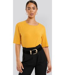 na-kd basic round neck ribbed tee - yellow