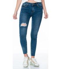 jean corte clásico skinny con desgaste roto en una pierna bolsillos traseros