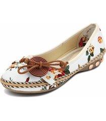 loafers mocassino slip-on con bottone a farfalla in decorazione a fiori piccoli di legno