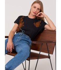 t-shirt amaro viscolycra flocado floral duplo preto - preto - feminino - dafiti