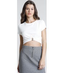 blusa feminina cropped canelada com argola manga curta decote redondo off white