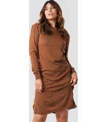 trendyol tile round neck midi dress - brown