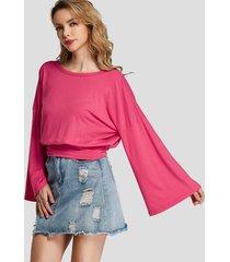 camiseta con mangas acampanadas y cuello en v con parte delantera cruzada con rosas diseño