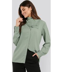 na-kd trend scarf detailed blouse - green