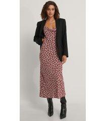 trendyol mönstrad midiklänning - burgundy