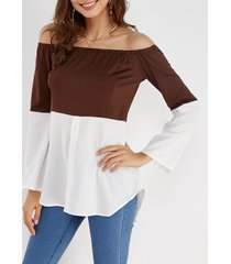 camiseta de manga larga con hombros descubiertos café y blanco