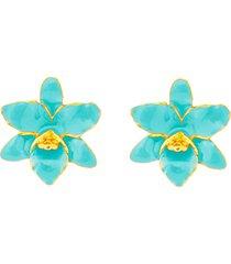 brinco mini flor orquãdea verde ãgua banhado a ouro 18k - verde - feminino - dafiti