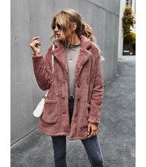 abrigo de manga larga con cuello de solapa y dos bolsillos grandes de peluche