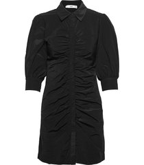 austra kort klänning svart mango