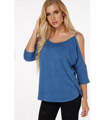camiseta con mangas 3/4 azul y hombros descubiertos longitud