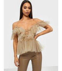 parisian sheer mesh cold shoulder ruffle top linnen