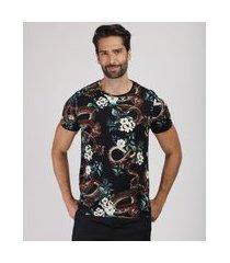 camiseta masculina slim estampada floral com cobra manga curta gola careca preta