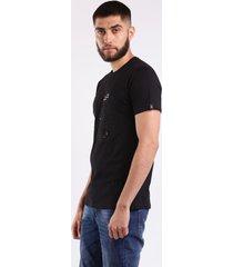 camiseta negra 19 con apliques en metal para hombre