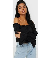nly one off shoulder loose top långärmade toppar