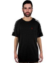 camiseta manga curta raglan skate eterno shoulder pin preta - kanui