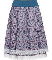 kjol med spetslinning