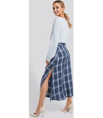na-kd trend high waist side split midi skirt - multicolor