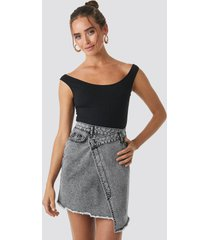 na-kd assymetric closure denim skirt - grey