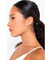 akira love me stud earring