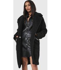 abrigo missguided zip patch pocket borg crombie negro - calce regular