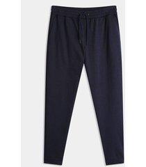 pantalón jogger básico unicolor
