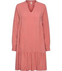 sc-radia knälång klänning rosa soyaconcept