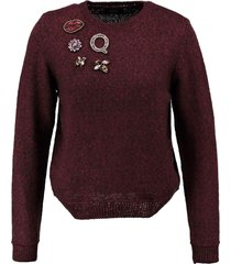 only korte trui rood zwart met kralenapplicaties