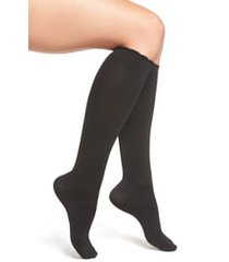women's nordstrom compression trouser socks, size small/medium - black