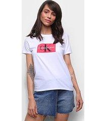 camiseta básica calvin klein estampada feminina - feminino