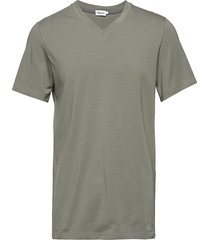 m. lycra v-neck tee t-shirts short-sleeved grön filippa k