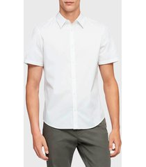 camisa calvin klein mc blanco - calce regular